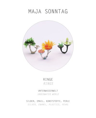 "<div class=""col-md-6"">Ringe<br>Unterwasserwelt</div><div class=""col-md-6"">Silber, Email, Kunststoffe, Perle<br>Maja Sonntag</div>"